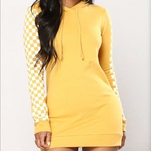 Yellow Checkered Sleeve Pullover